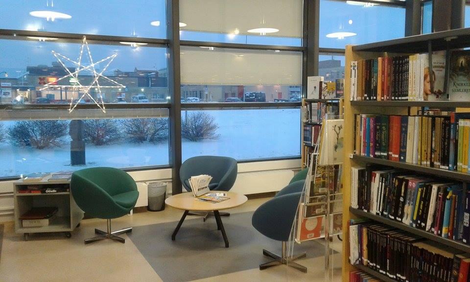 Lesekrok på Vadsø bibliotek (foto: Lisbeth R. Dragnes)